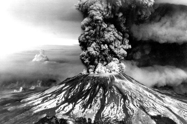 Sopka Saint Helens pri výbuchu v roku 1980.