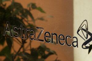 Nápis spoločnosti AstraZeneca v Londýne.