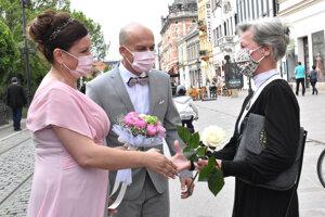 Zagratulovať mladomanželom prišla aj herečka Dana Košická.