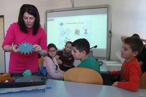 S aktivitami prišla učiteľka Monika Gombošová.