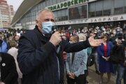 Mnohí z účastníkov mali na tvárach rúška, čím upozorňovali na Lukašenkove odmietavé vyjadrenia o pandémii.