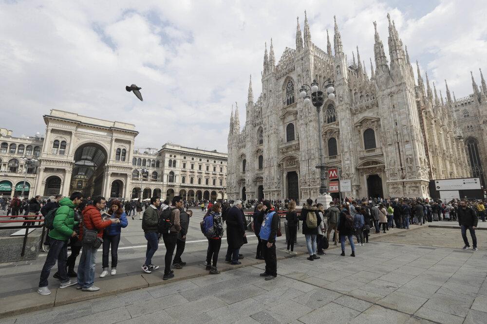 Milánsky dóm na archívnej fotografii.