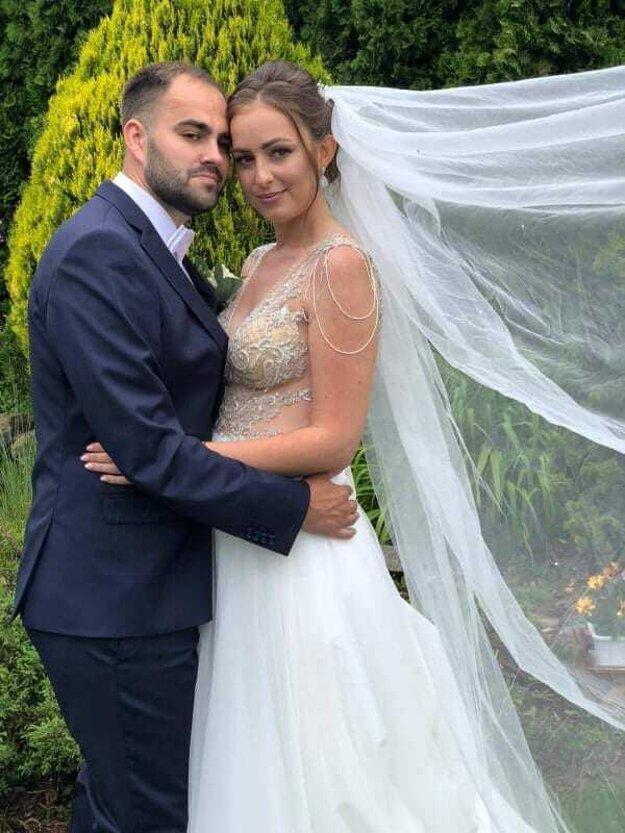 Novomanželia Adrián a Kristína Danadovci.