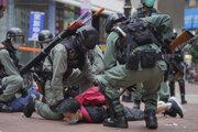 Polícia cez víkend zasiahla slzotvorným plynom voči protestujúcim.