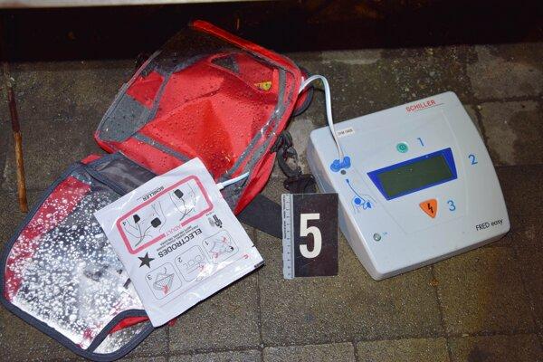 Ukradnutý defibrilátor.