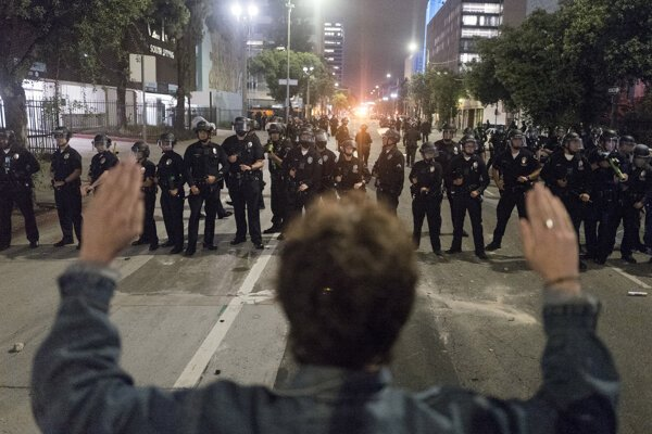 Protest v Los Angeles.