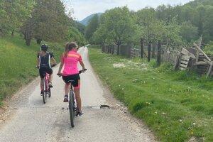 Cyklisti v mestskej časti Prejta.