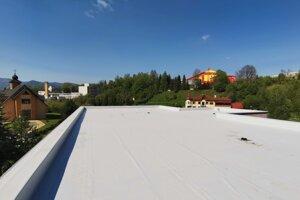 Rekonštrukcia strechy na Základnej škole na ulici Za vodou je už ukončená.