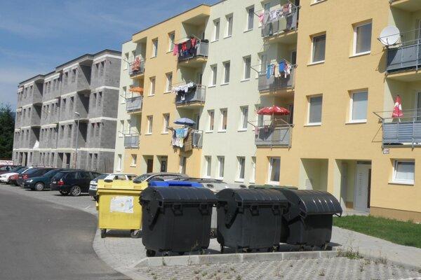 K dvom dokončeným a jednej rozostavanej pribudne v Necpaloch štvrtá bytovka.