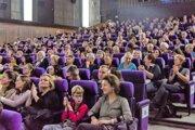 Diváci už ani v Kine Moskva nebudú môcť sedieť vedľa seba takto nahusto.