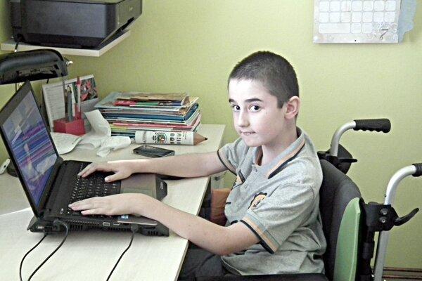 Henkov najčastejší spoločník vo voľných chvíľach – počítač.