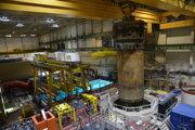 Nádoba reaktor vážila so závesnými systémami viac než dvesto ton.