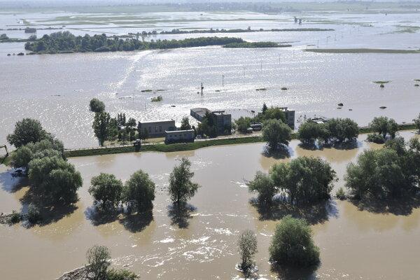 Zaplavený Zemplín. Na fotografii je pohľad na rieku Ondava v okrese Michalovce.