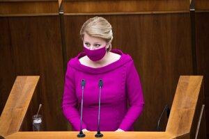 Prezidentka Zuzana Čaputová číta správu o stave republiky.