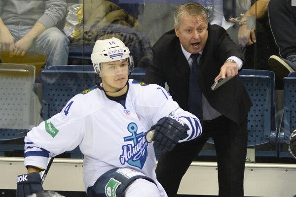 Dušan Gregor sa v roku 2014 postavil na lavičku Vladivostoku v KHL.
