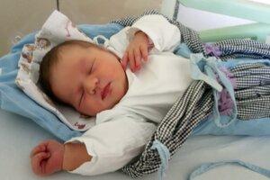Auróra Annamária Antalová (4400 g a 53 cm) sa narodila 23. mája o 20.25 hodine rodičom Annamárii Antalovej a Gejzovi Antalovi z Plášťoviec. Doma ju čaká 4-ročný braček Gezko.