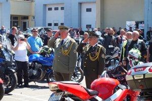 Pietnej akcie sa zúčastnilo asi sto motorkárov.