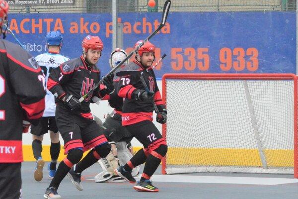 Hokejbalisti Vrútok odohrali cez víkend dva zápasy.