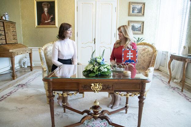 Podpredsedníčka vlády pre investície a informatizáciu SR Veronika Remišová (vľavo) a prezidentka SR Zuzana Čaputová počas prijatia v Prezidentskom paláci.