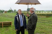 Na snímke vpravo minister pôdohospodárstva a rozvoja vidieka SR Ján Mičovský a predseda Národnej rady SR Boris Kollár.