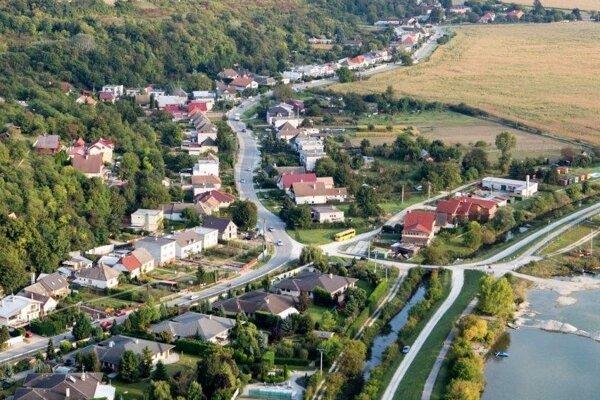 obec Ratnovce.