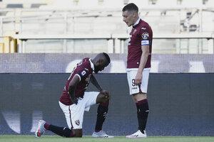 Nicolas Nkoulou (vľavo) a Andrea Belotti z FC Turín.
