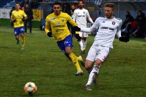 V jeseni Michalovce zdolali doma Trnavu 2:0 aj vďaka gólu Armena Hohannisjana (vľavo).