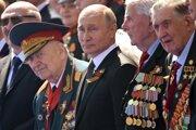 Ruský prezident Vladimir Putin počas vojenskej prehliadky.