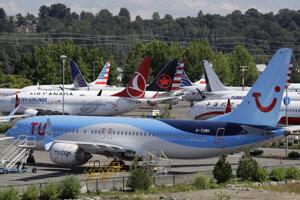 Na archívnej snímke z 15. augusta 2019 lietadlo Boeing 737 MAX parkuje v závode americkej spoločnosti Boeing v Seattle.