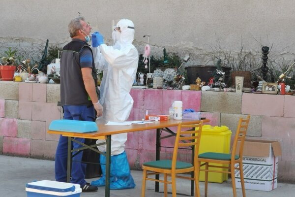 Pondelkové testovanie v Spišskom Podhradí. Testami prešli aj niektorí zamestnanci mesta.
