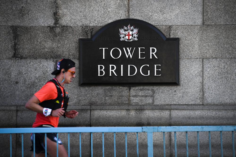 Cez Tower Bridge denne prejde viac 40 000 ľudí.