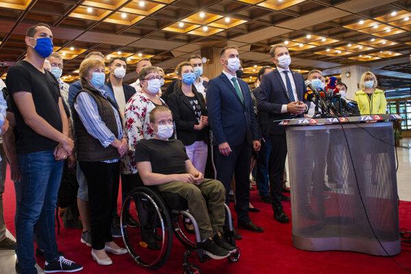 Poslanci OĽaNO na tlačovke po stretnutí s Borisom Kollárom.