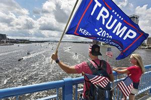 Podporovatelia Donalda Trumpa v americkom meste Jacksonville.