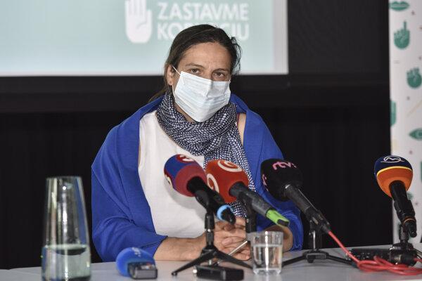 Ministerka spravodlivosti SR Mária Kolíková (Za ľudí) počas tlačovej konferencie nadácie Zastavme korupciu.