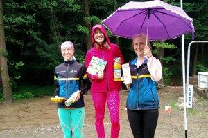 Najrýchlejšie ženy, zľava druhá Lamiová, prvá Macinská a tretia Krajčíková.