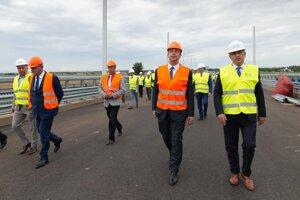 Minister si pozrel aj stavbu nového mosta cez Dunaj.