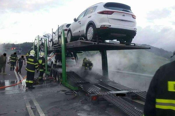 Požiar nákladného vozidla v Skalitom.