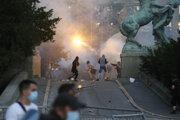 Protesty v Srbsku prerástli do potýčok.