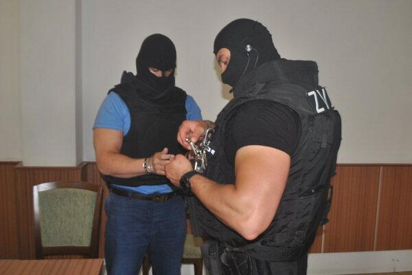 Nikola Pajdič (vľavo) na košickom okresnom súde.