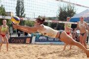 Priaznivci plážového volejbalu si cez víkend budú môcť vychutnať atraktívne súboje mužov i žien.