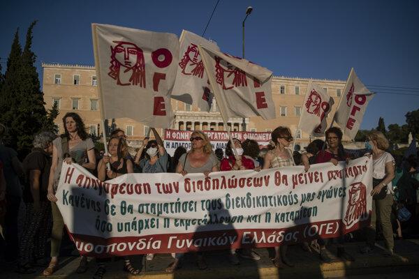 Protestujúci v Aténach.