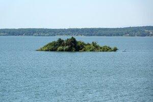 Ostrovček pri stredisku Medvedia hora.