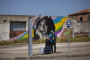 Muž s rúškom v katalánskej provincii Lleida.