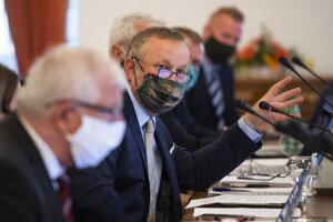 Zľava člen a kandidát na predsedu Súdnej rady SR Ján Mazák a člen Súdnej rady SR Juraj Kliment.