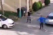 Incident je zachytený na videu.