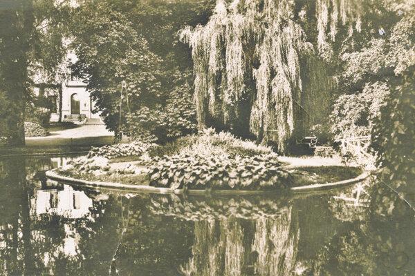 Levický park na začiatku minulého storočia.