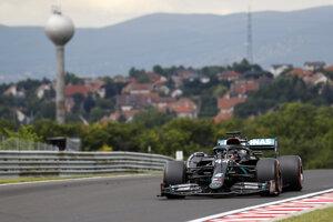 Britský jazdec Mercedesu Lewis Hamilton.