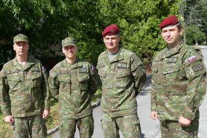 Na snímke zľava odchádzajúci a noví velitelia Matúš Šostrnek, Branislav Krajčík, Marcel Lukáč a Rastislav Mäsiar.