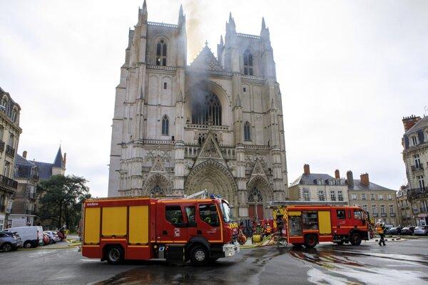 Požiar katedrály v Nantes.