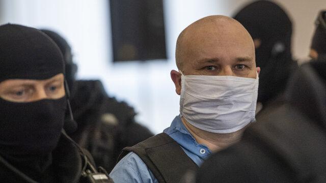 20. júla 2020 eskortovali Zoltána Andruskóa na pojednávanie prvýkrát bez kukly.